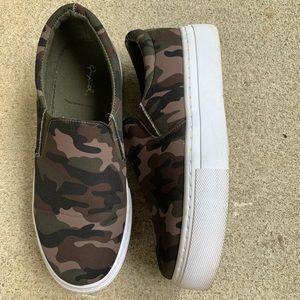 Camouflage platform sneakers